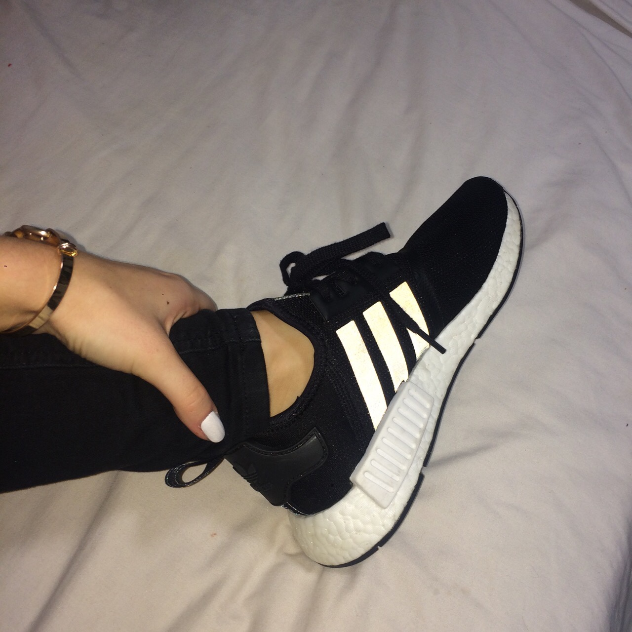 nmd r1 womens black and white