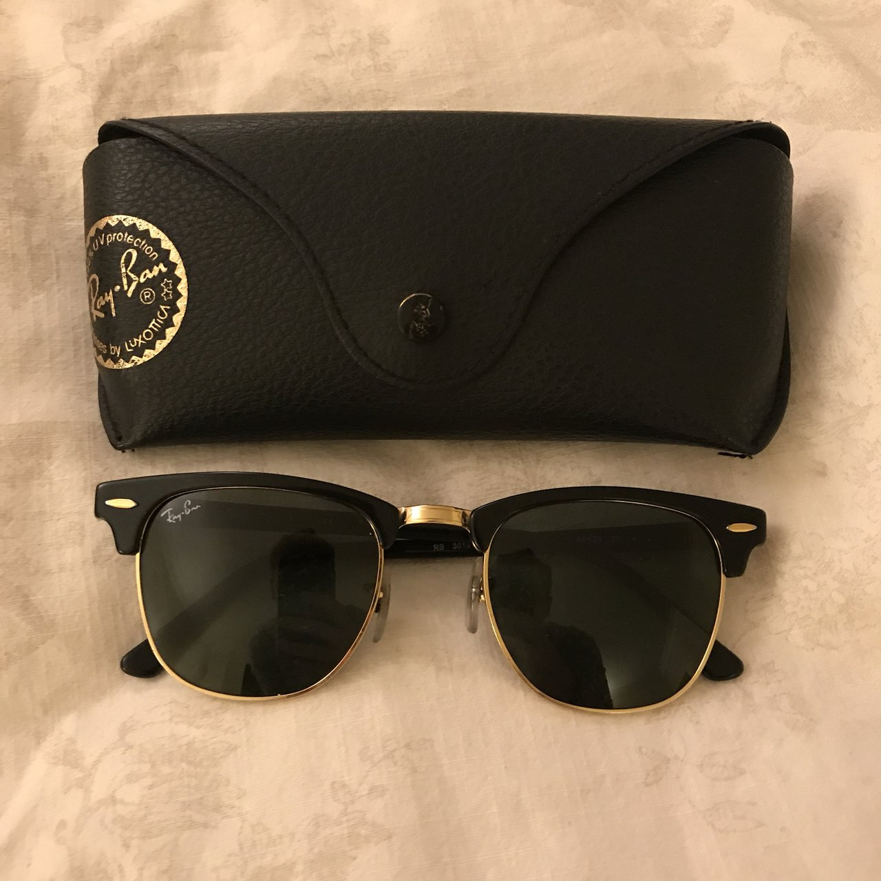 46b66032ae5 Ray-ban Clubmasters! Black with gold frame Very stylish