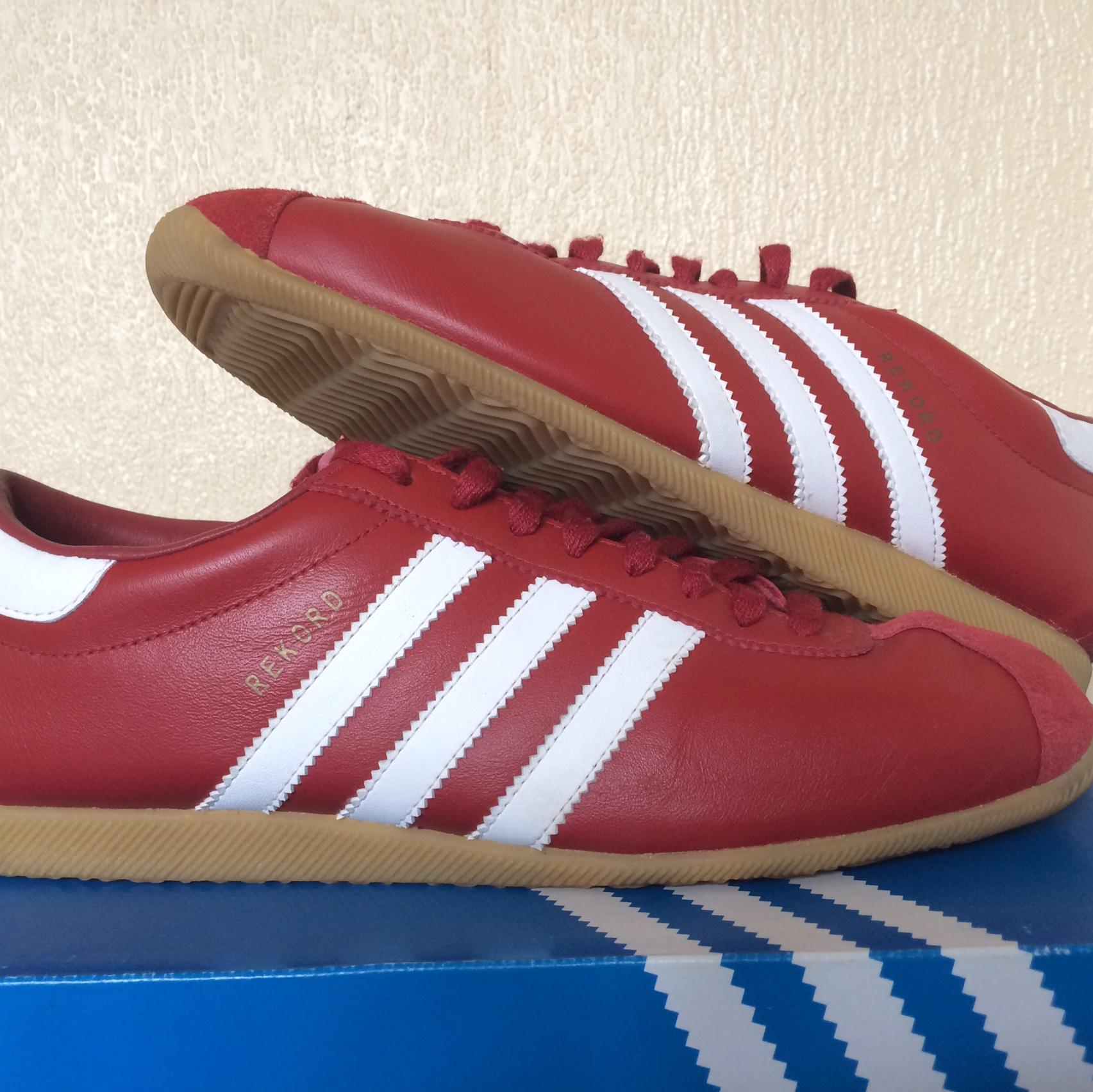 énorme réduction 21d27 7ccd1 Adidas rekord. Leather is still in excellent... - Depop