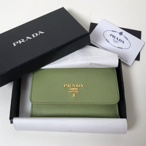 c6ea8bba4556 @shesellss. last year. Chicago, United States. Prada Saffiano Leather Card  Holder Gently used.
