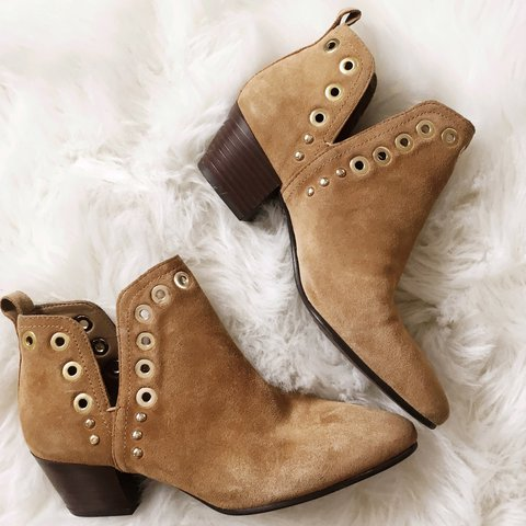 4803e605bc68 Sam Edelman tan suede ankle booties with gold grommets in in - Depop