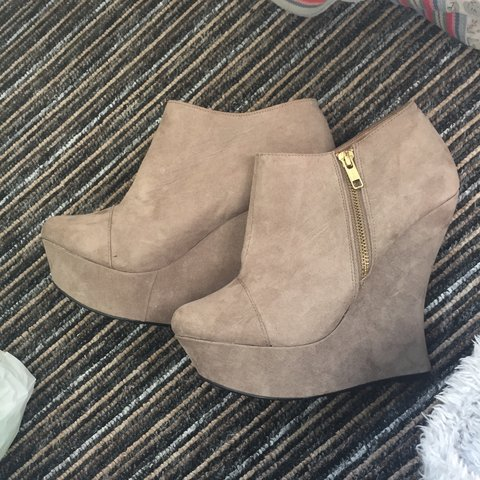 074b6f9b900a Boot heels for sale look brand new on the outside only been - Depop