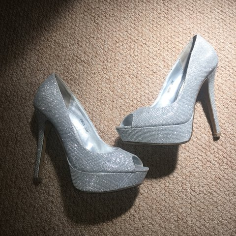4468a32846c 🌈Silver sparkly shoes🌈 size 3. From shoebox. Worn for use - Depop