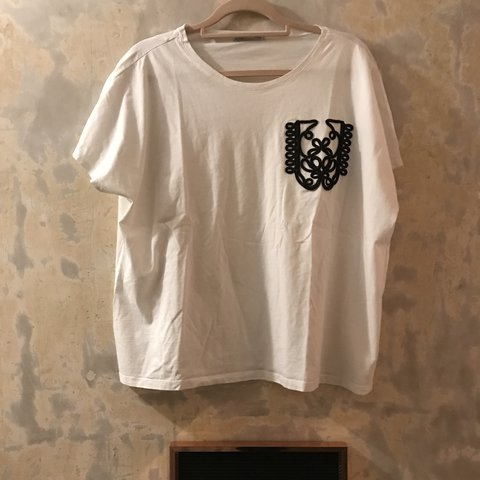 4493933c @megvicelliott. last year. Buckhurst Hill, United Kingdom. ZARA White T  Shirt with Black Pocket Design