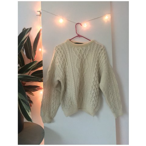 194f1d25629 Vintage cosy oversized cream 100% wool jumper with cable on - Depop