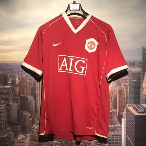 00fa53ed1ab Old vintage Manchester United short sleeve football team in - Depop