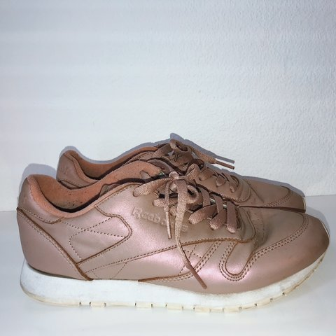 964348a9081 REEBOK CLASSIC ROSE GOLD PINK TRAINERS Been worn but still - Depop