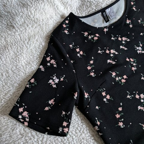 a0921afacbeb @ham4ham. 11 months ago. Sugar Hill, Gwinnett County, United States. H&M  Divided black floral dress.