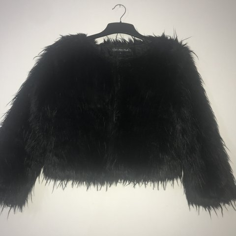 062d77a19 Black crop faux fur jacket with cropped sleeves and three to - Depop