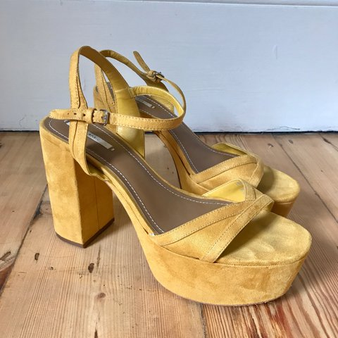 58ef0f9d119 Incredible bright yellow platform sandals from Zara