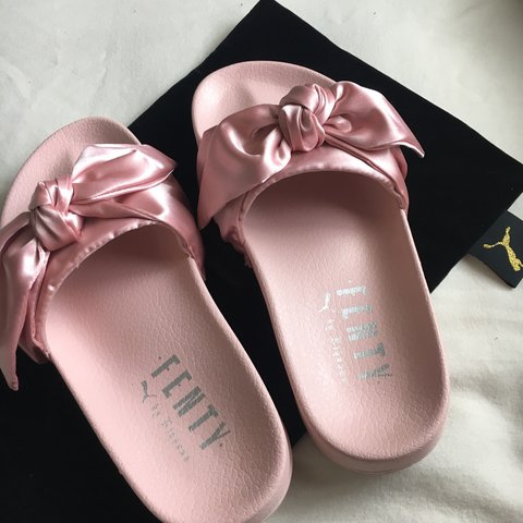6b44f9472ba6 MESSAGE BEFORE BUYING! fenty x puma bow slides in pink! me - Depop