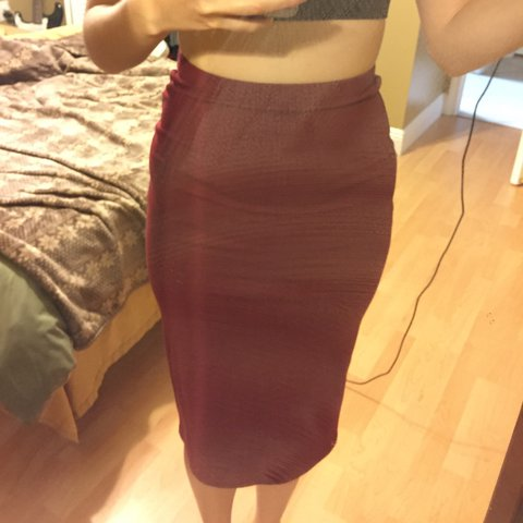 6880f159c5a6 @mariangie08. 2 years ago. Hialeah, United States. A burgundy pencil skirt  from forever 21 ...