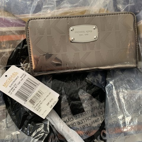 01a579512d85 Brand new Michael Kors Genuine wallet. With tags No silly - Depop