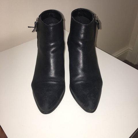 3178a35ccd50 Topshop Black Leather Ankle Boots with Small Heel. - Size 7 - Depop