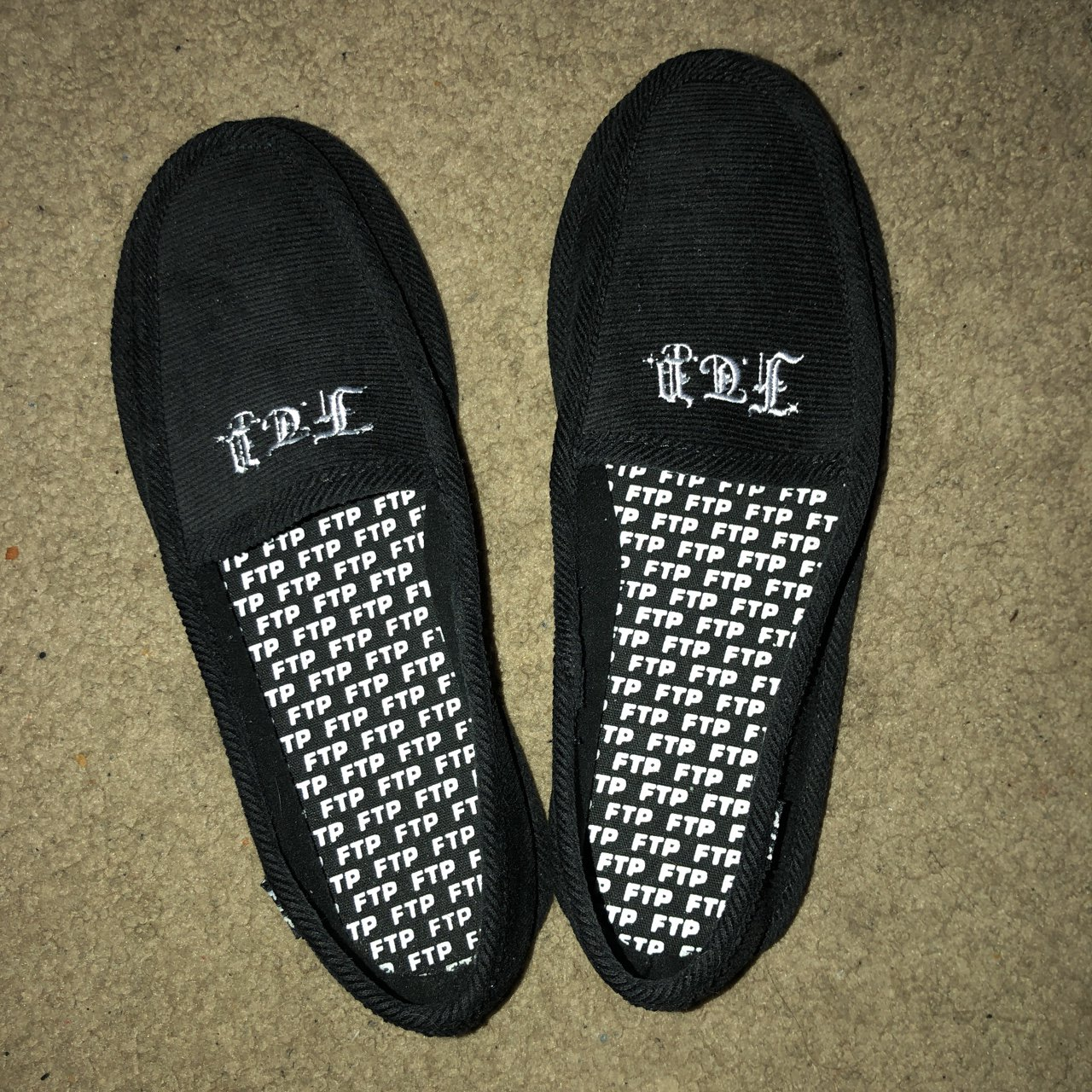 85f5cfd067e9 FTP House Slippers Size 10 9 10 condition