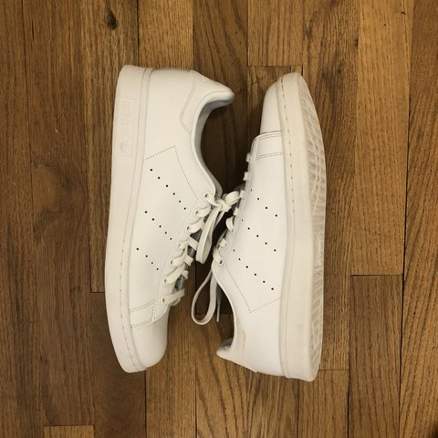 418ad313bfc MENS SIZE 9.5 ALL WHITE ADIDAS STAN SMITH SNEAKERS 👟 these - Depop