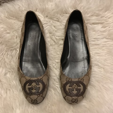 94526c0f5d732 AUTHENTIC GUCCI FLATS Vintage Gucci monogram flats. Can in - Depop