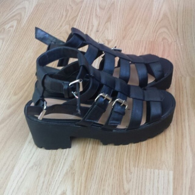 d6eca876031 Size 5 chunky gladiator sandals worn once like new.. Size 5 - Depop
