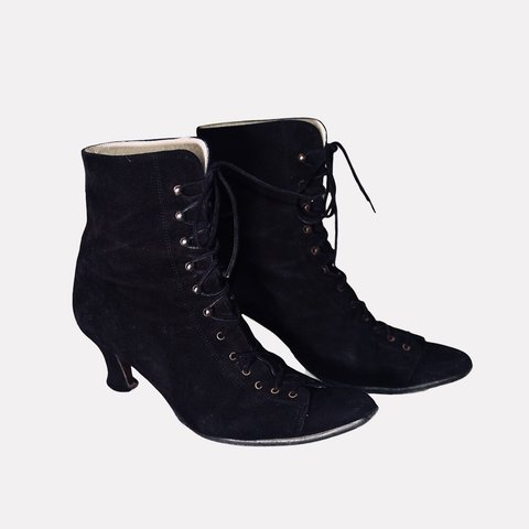 The perfect 90s Stiefel. pointed schwarz lace up victorian witch Stiefel. 90s Depop 0ff3b3