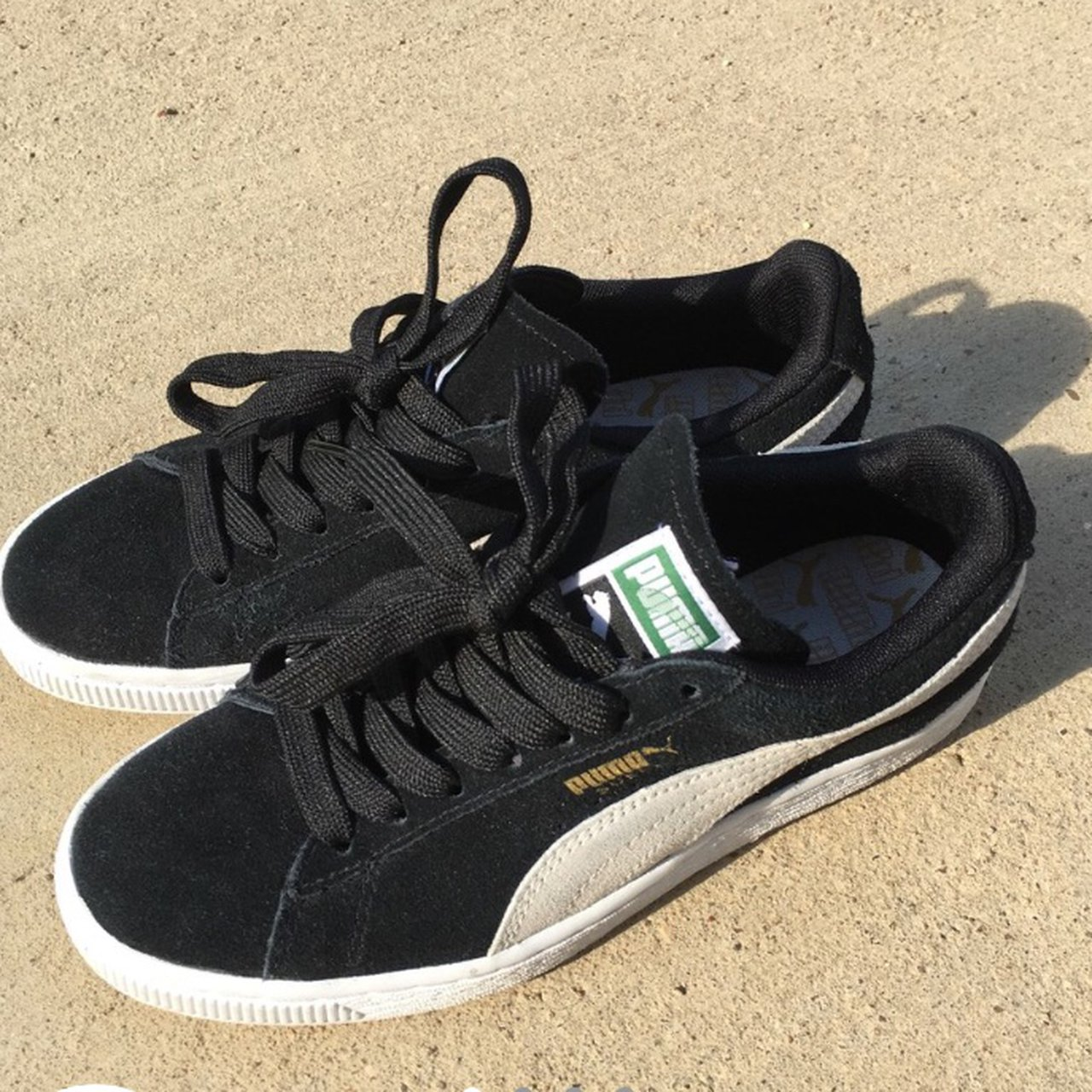 7a9b6ee4739566 Pumas suede in black and white. size 6 women s. only worn in - Depop