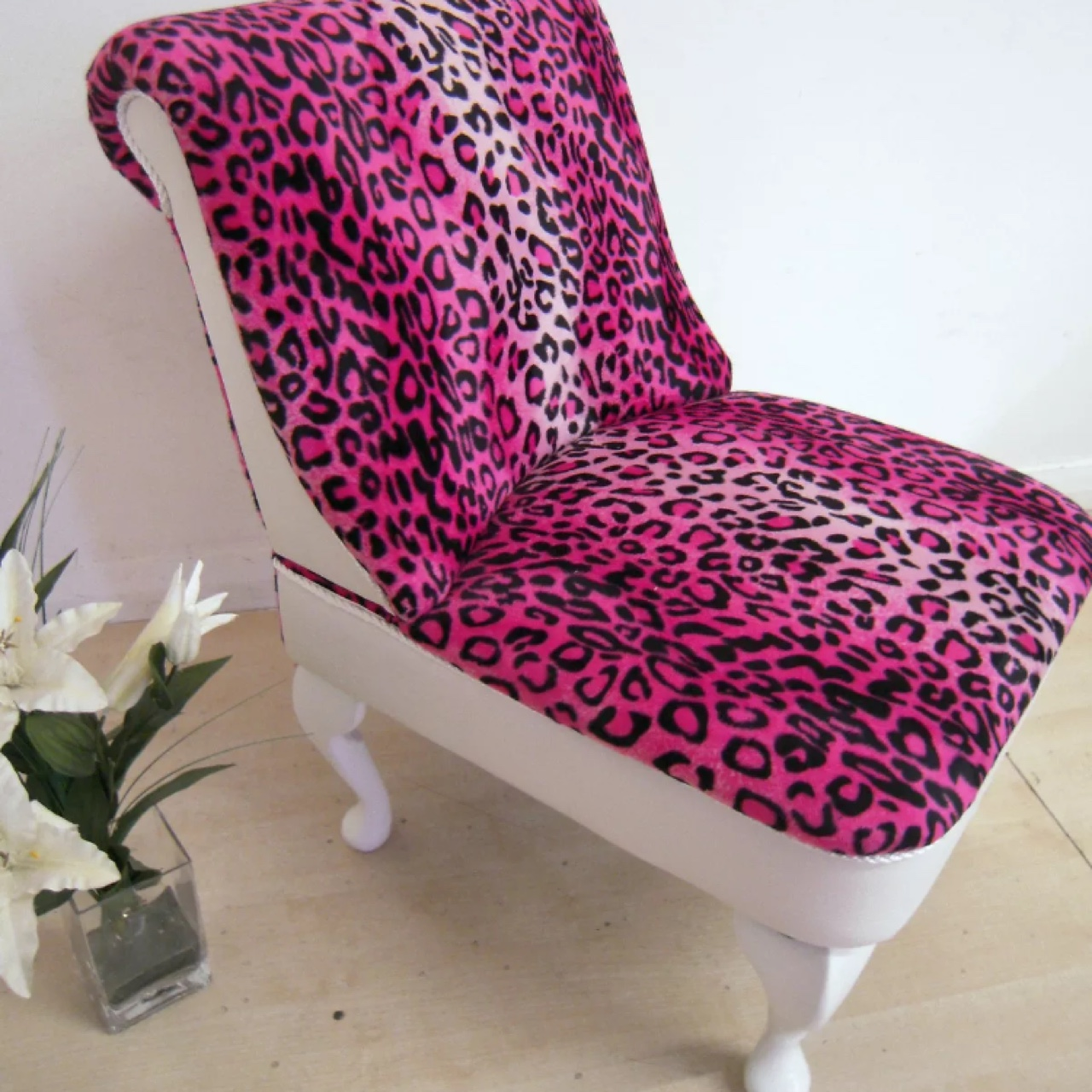 PINK LEOPARD PRINT BEDROOM CHAIR WITH WHITE ...