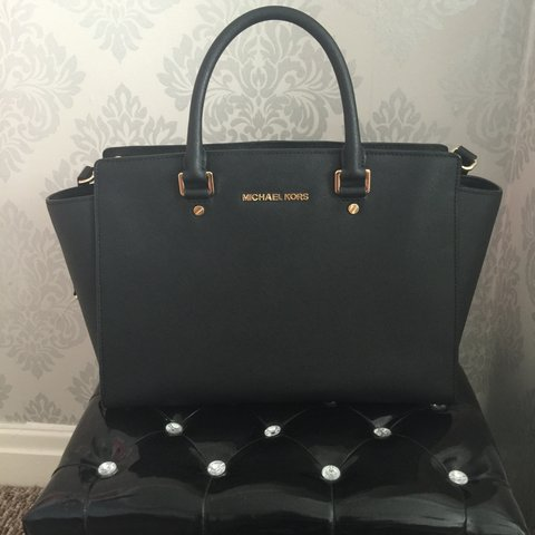 b7a4baa3610e 100% genuine Michael Kors Selma bag, selling as I no longer - Depop