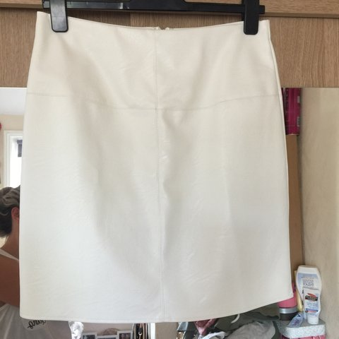 d0bb5260ff ‼️PRICE DROP‼ Missguided white faux leather skirt Never 12 - Depop