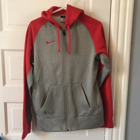 3005f1190edf NIKE JACKET men s small 10 10 condition no flaws - Depop