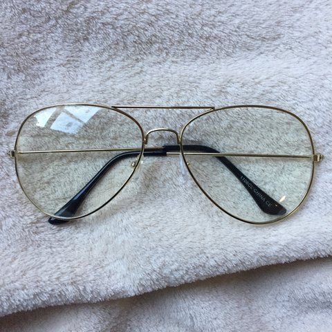 99b0efcaaba9f Gold Frame Aviator Glasses Looks great from all angles and - Depop