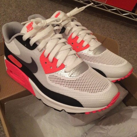 Discount Mens Nike Air Max 90 Hyperfuse ID Running Shoes In