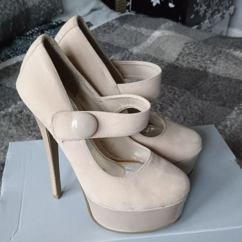 Cream 6 inch heels in suede. Size 4. Bought for my prom ago - Depop