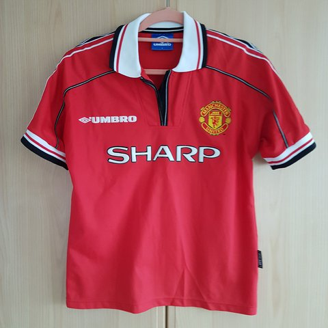 fa952bba237 Vintage Retro Manchester United 98 - 00 Home Top and missing - Depop