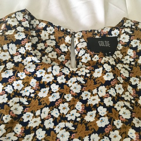 7f854cb8082 A stunning Topshop floral dress in a size small. Would fit 8 - Depop