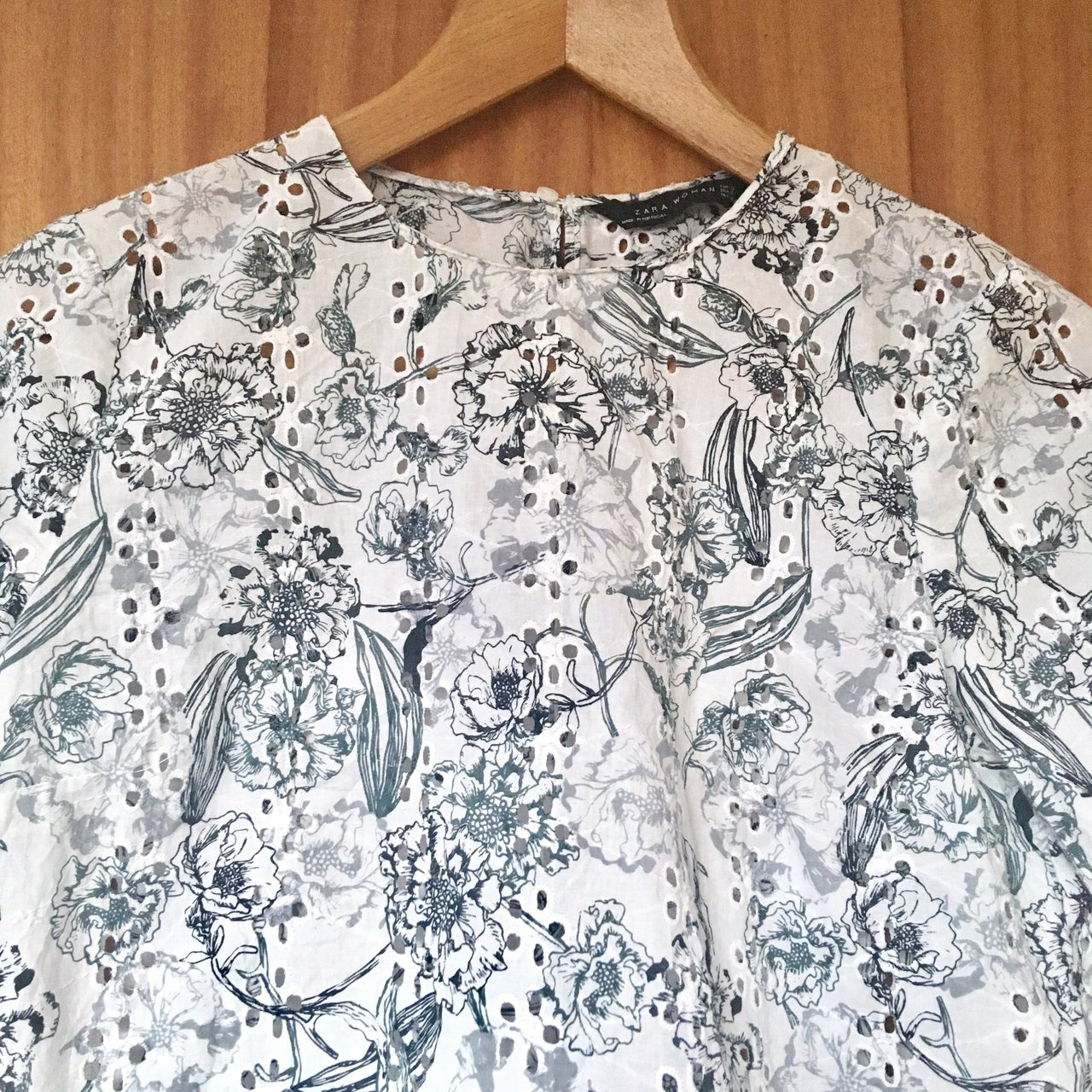 4ceb59b2357 A gorgeous white floral printed top from Zara in a size worn - Depop