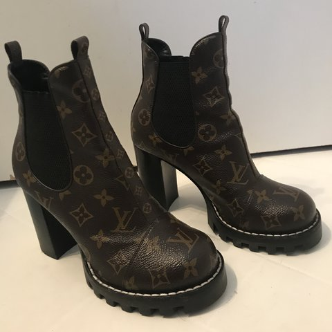 97bc1eb891ad AUTHENTIC LOUIS VUITTON STAR TRAIL ANKLE BOOTS !!!!! size 8