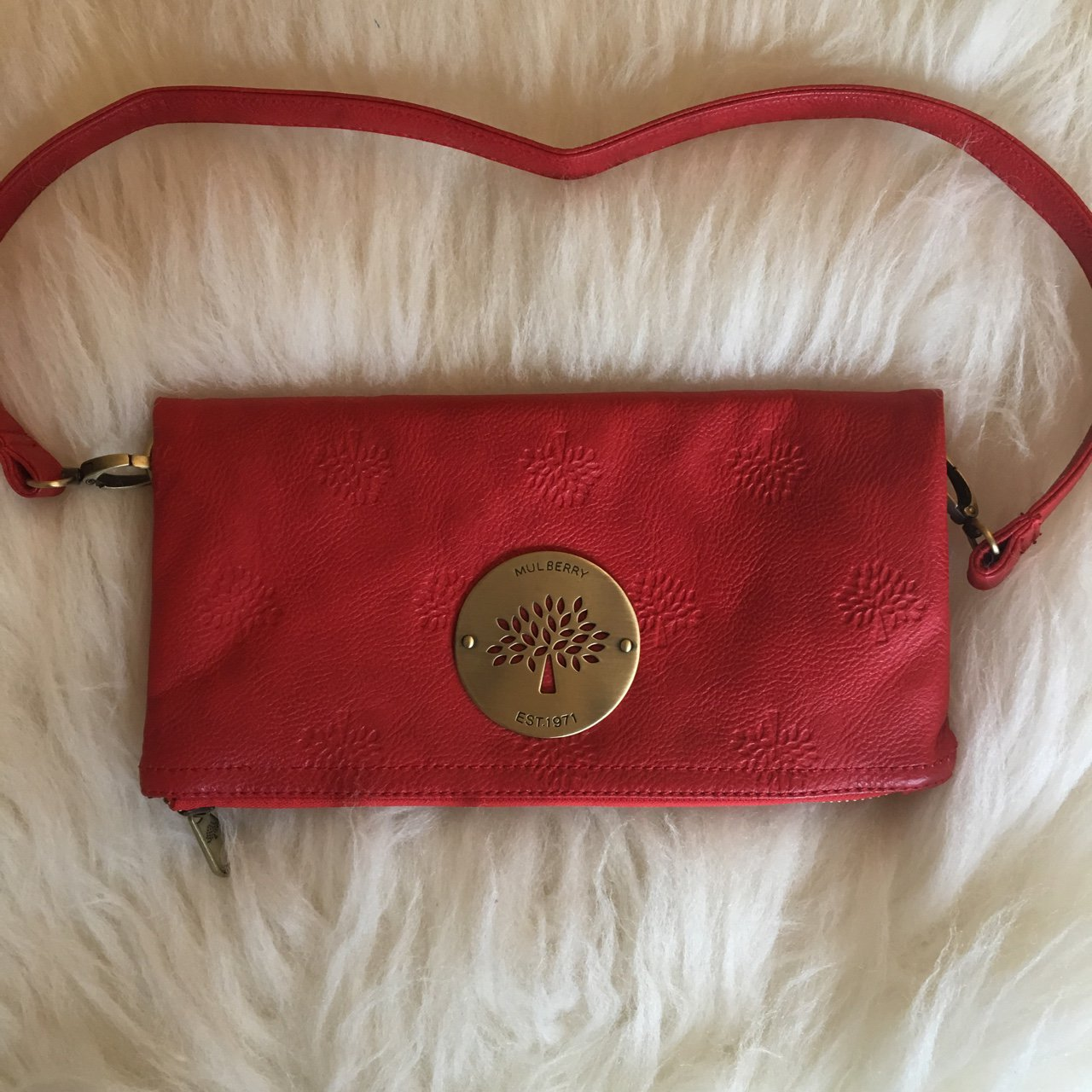 db0e9941fd79 Mulberry red fold over clutch comes with detachable strap a - Depop