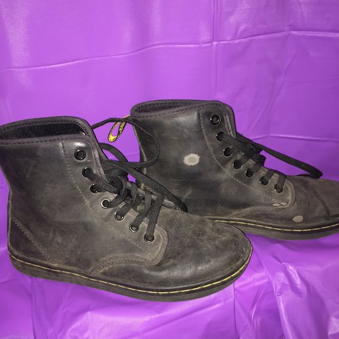 6dc11517318f Dr. Martens lamper boots in greasy leather. Originally worn - Depop