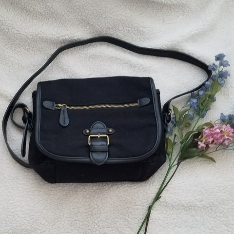 fbf146c8da77 Vintage 90s small crossbody in black canvas and pleather bag - Depop