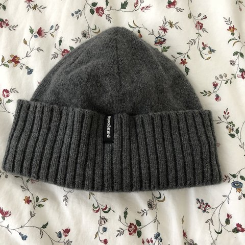 1f6f00b838166 Patagonia Brodeo beanie in feather grey Warm and recycled - Depop