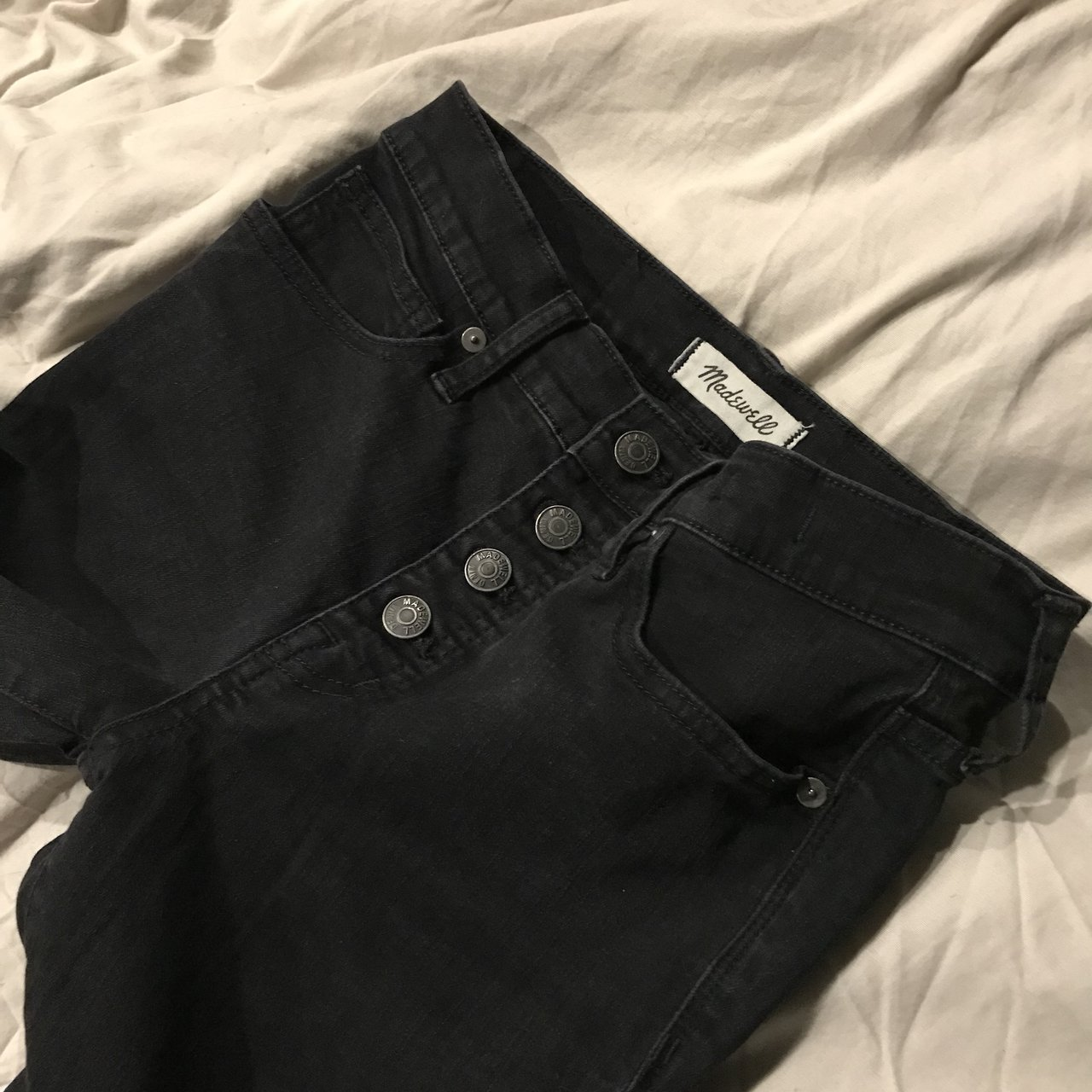 55ecc351d12df Madewell high rise jeans in Berkeley Black. Size 26 in with - Depop