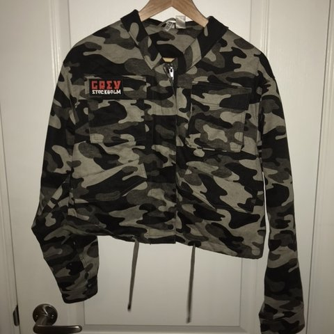 223dce49631ea @illvgic. 2 months ago. Ottawa, Canada. H and M slight crop camo jacket.  Lots of pockets and really ...