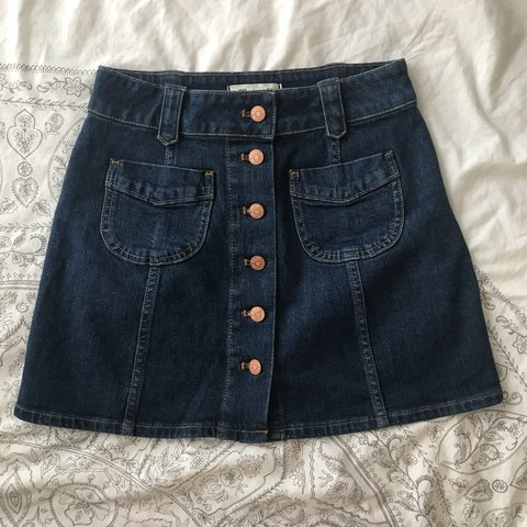 35cce492ff an easy A-line mini with  70s details like patch pockets and - Depop