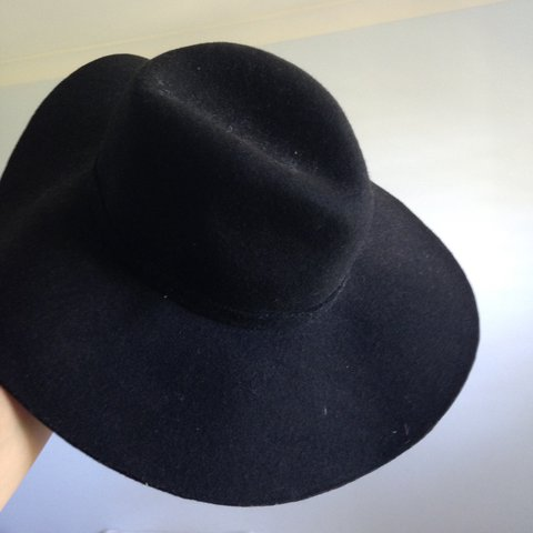 3d1e29186589 Black wide brim hat tags: wide brim, hat, winter, summer, of - Depop