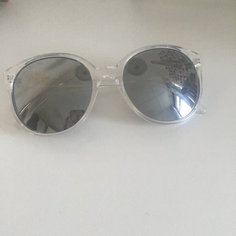 833fe412ec9 Brand new sunglasses haven t worn them yet