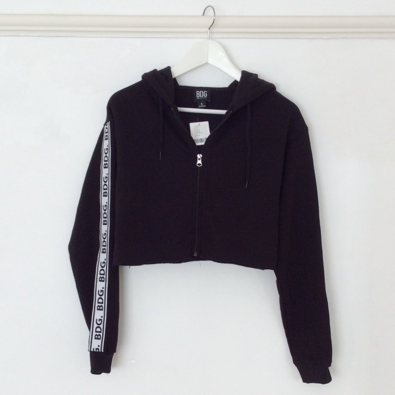 8a0ba9784ef8 Black cropped Urban Outfitters zip-up hoodie. White stripe - Depop