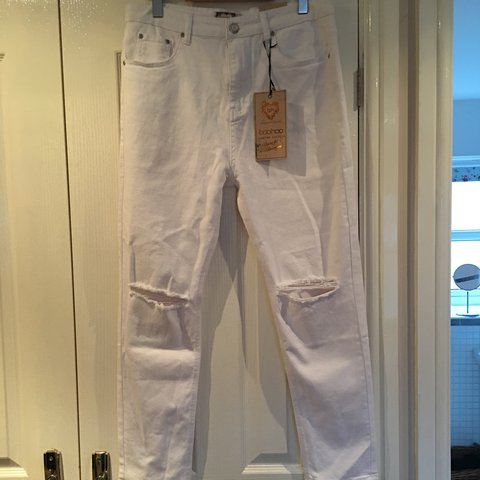 3dc1edf3722a @stacegee. 2 years ago. Staffordshire, United Kingdom. Boohoo brand new  with tags ladies boyfriend white jeans