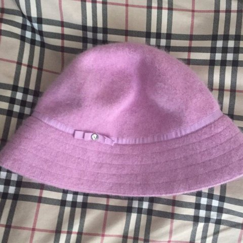 1358af85315f8  ca avis. 2 months ago. United Kingdom. pink bucket hat. Perfect condition.  Kangol style