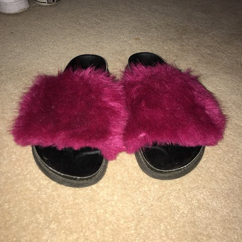 af5568e0937e Topshop Fluffy Sliders    sold out    size 5    worn