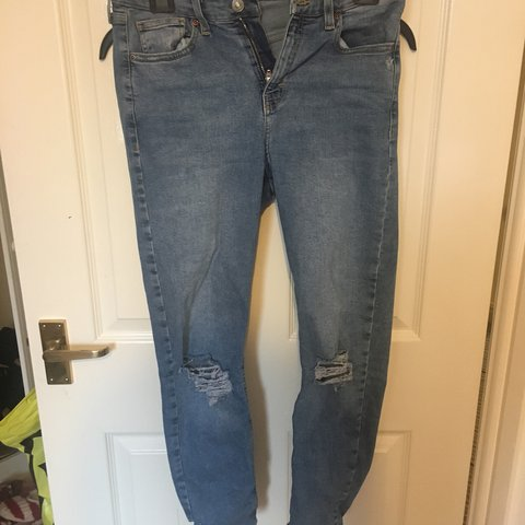 324682c60ce @elliepowles. last year. Buckingham, United Kingdom. Light blue denim Jamie  jeans from topshop with ripped knees ...