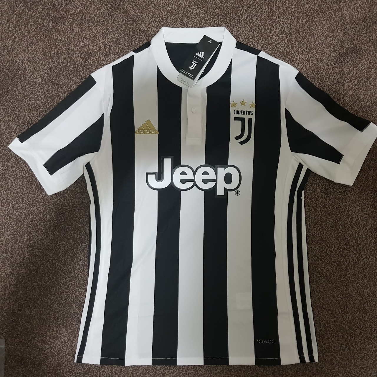 best service 87f9a c3278 Juventus 2017/2018 Home kit/ jersey + Sealed with... - Depop